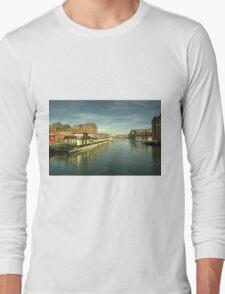 Oliver Cromwell at Gloucester Docks  Long Sleeve T-Shirt