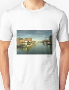 Oliver Cromwell at Gloucester Docks  Unisex T-Shirt