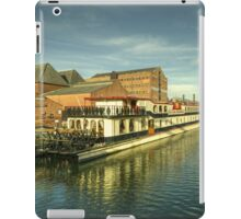 Oliver Cromwell at Gloucester Docks  iPad Case/Skin