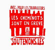 Avec, pour les travailleurs, les cheminots sont en grève…. Unisex T-Shirt