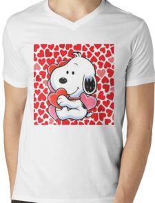 snoopy touching heart Mens V-Neck T-Shirt