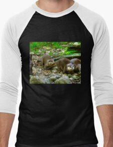 Otters making their way to the water Men's Baseball ¾ T-Shirt