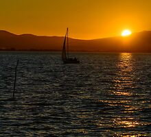 Sailing into the sunset, Lago Trasimeno, Umbria, Italy by Andrew Jones