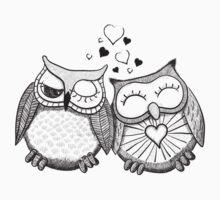 Cute black and white owl couple Kids Tee