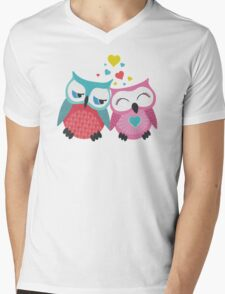 Cute owl couple with hearts T-Shirt
