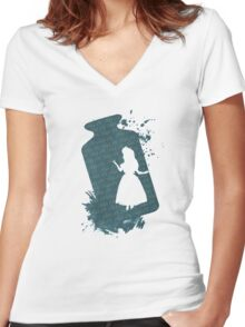 Drink me Alice Women's Fitted V-Neck T-Shirt