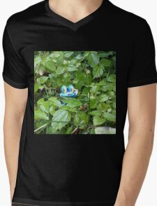 Froakie in the Forest Mens V-Neck T-Shirt