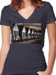 California Row Women's Fitted V-Neck T-Shirt