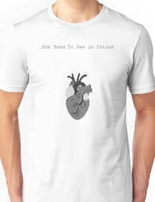 She used to see in colour Unisex T-Shirt