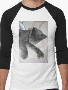 Cute Grey Kitten Relaxing Men's Baseball ¾ T-Shirt