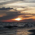 Waves beneath the sunset by alamarmie