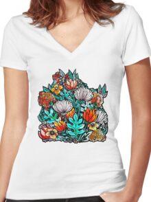 Spider Mum Garden Women's Fitted V-Neck T-Shirt