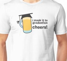I MADE IT TO GRADUATION CHEERS! in a pint beer glass with mortar board hat Unisex T-Shirt