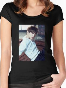 Leo | VIXX Women's Fitted Scoop T-Shirt