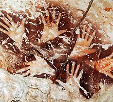 Hands from the past - Lescaux  by EnjoyRiot