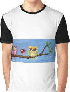 owl family on a tree I Graphic T-Shirt