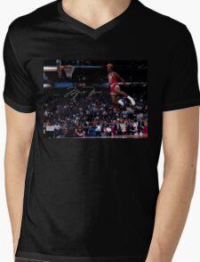 THE LEGEND MICHAEL JORDAN Mens V-Neck T-Shirt