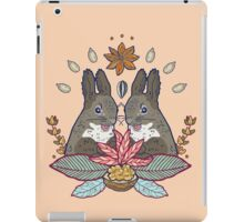 squirrel love iPad Case/Skin