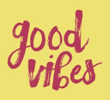 Good Vibes // Retro Vintage Green Pineapple Typography Poster and Pattern Kids Tee