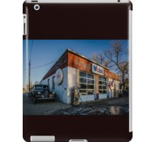 Vintage cars and gas station in rural Illinois  iPad Case/Skin