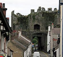 Wales - Conwy - inside the walled town - 2007 by Ren Provo