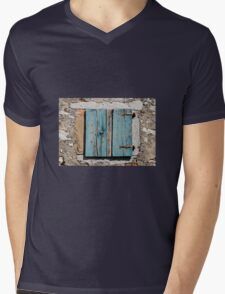 Building in Pican Mens V-Neck T-Shirt