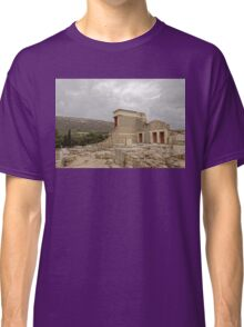 The palace of Knossos Minotaur or Labyrinth Restored North Entrance with charging bull fresco Classic T-Shirt