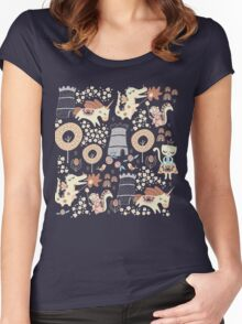 Animal Kingdom  Women's Fitted Scoop T-Shirt