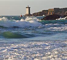 Le Conquet - Kermorvan dans les vagues by Jean-Luc Rollier