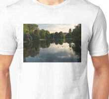 Buckingham Palace Mirror - St James's Park Lake in London, United Kingdom Unisex T-Shirt