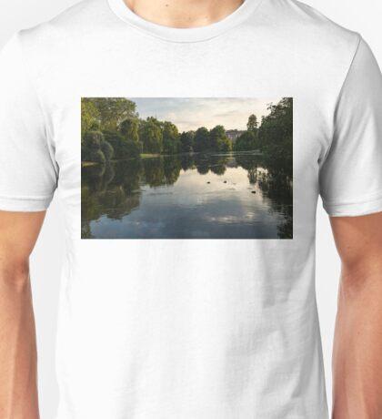 Buckingham Palace Mirror - St James's Park Lake in London, United Kingdom Unisex T-Shirt