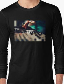 Club DJ playing mixing music on vinyl turntable Long Sleeve T-Shirt