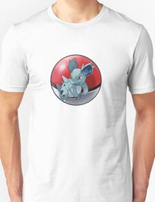 Nidorina pokeball - pokemon T-Shirt