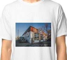 Vintage cars and gas station in rural Illinois  Classic T-Shirt