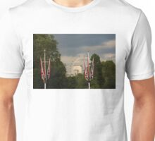 British Symbols and Landmarks - Exploring London on a Cloudy Day Unisex T-Shirt