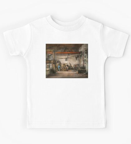 Steampunk - In an old clock shop 1866 Kids Tee