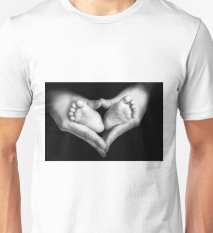 Baby feet in the mother hands Unisex T-Shirt