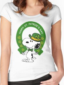 Snoopy Happy St Patricks Day Women's Fitted Scoop T-Shirt