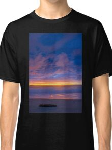 Night is coming Classic T-Shirt