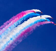 Red Arrows Roll by jetshots