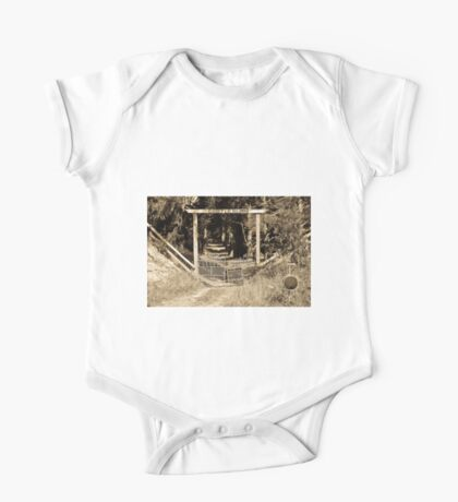 1013 The Great Gates of Castleburn One Piece - Short Sleeve