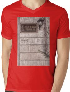 Faculty of Law - Santiago - Grunged Filter Mens V-Neck T-Shirt
