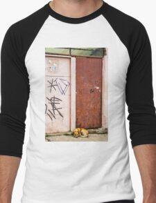 The Dog's Door Men's Baseball ¾ T-Shirt