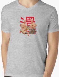 The story of a BBQ legend... Mens V-Neck T-Shirt