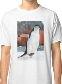 Penguin on the move Classic T-Shirt