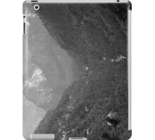 Yosemite Valley View Plate 4 iPad Case/Skin