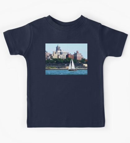New York - Sailboat Against Manhattan Skyline Kids Tee