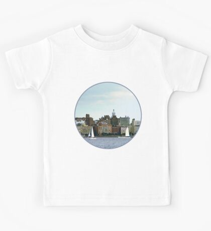 New York - Two Sailboats Against Manhattan Skyline Kids Tee