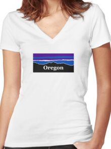 Oregon Midnight Mountains Women's Fitted V-Neck T-Shirt