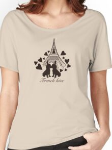 French Bulldog kissing in Paris Women's Relaxed Fit T-Shirt
